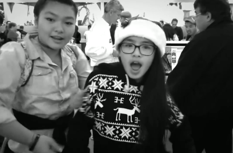 A bit of Christmas Karaoke in an Apple Store