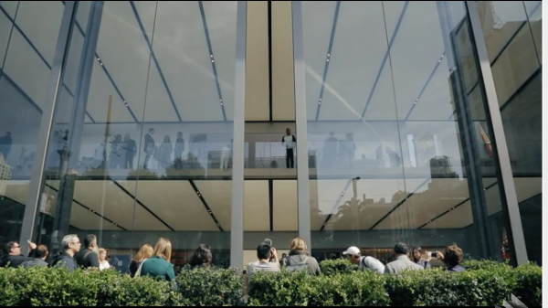 Apple may turn its Stores into car showrooms u2014 The massive sliding doors on Appleu0027s redesigned Union Square San Francisco retail store create a 12.19-metre ... & Store has car doors | Mac NZ